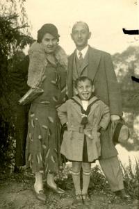 Malý Vladimír s rodiči