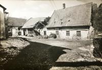 Stav bývalého pivovaru a mlýnu po desetiletích socialistického hospodaření, 1989