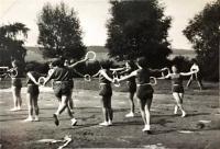 Nácvik sestavy na XI. všesokolský slet (1948), kterého se Jarmila Bartošíková účastnila