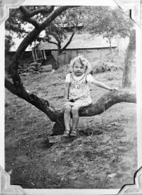Mladší sestra Eva Musilová, později provdaná Schettler