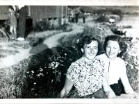 Jarmila Bartošíková se sestrou Marií