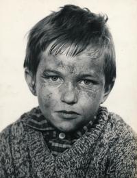 Roman Skamene in the role of little Saša in the film Útěk z roku 1967