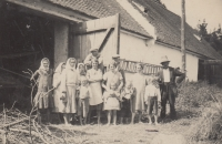 Jaroslav Pánek (second from the left) with his mother at the Dehetník manor for work, circa 1934