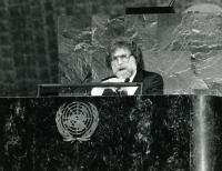 Ivan M. Havel v zasedací síni OSN, New York 1990