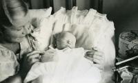 Ivan M. Havel krátce po narození, říjen 1938
