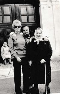 On the left Zdenka Burešová with her husband Antonín Bureš in 1976