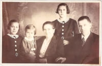 Františka and Rudolf Flur, witness' parents, with their daughters Marie, Anna and the youngest, Jiřina. 1938