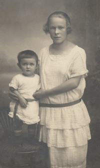 Eva with her nanny Lidka Koblížkova from Mistrovice, married name Kindlova, 1924