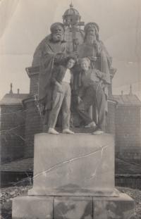 Marie Podařilová (vlevo) na výletě (1954)