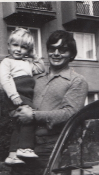 Miroslav Jeník with his son in the first half of the 1970s. He has dark glasses on his eyes, which he had to wear after suffering injuries during the explosion of a Russian tank in Desná