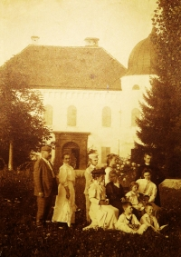 A family reunion at Golič castle.