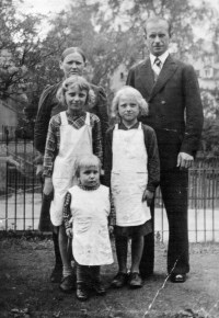 Olga Michalová with her parents and her sister in Rovno, 1939