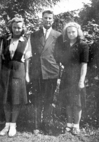 Olga Michalová with his father and his sister in Lisov near Stod, 1948