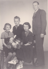 The Kořínek family is reunited again. This photograph, along with many others, were taken in the atelier of Adolf Štěpánek, witness' grandfather.