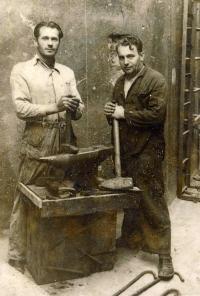 The blacksmith Jan Svoboda, the father of Věra Grögerová (on the left)