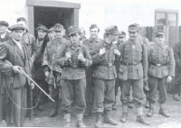 Jan Svoboda, the father of the witness (on the left with the gun), with the arrested detained soldiers at the end of the war in Konětopy