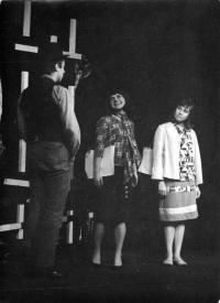 From the left: Petr Paprstein, Zuzana Majvaldová, Milena Šajdková /  Performance of 'Kabaret pro štěstí'