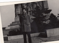 Miroslav Jeník as a schoolboy in the 1950s in front of the Stalin monument in Prague
