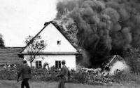 Požár statku, který zdědila matka Jiřího Bárty / 1931
