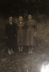 Hanna Petrivna Jankovska (on the left) with her friends
