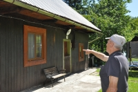 Albin Jankulik's birth house in Horna Stredna; he is pointing out where the fire was