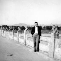 Ivo Dostál na mostu Marca Pola / Čína / polovina 50. let