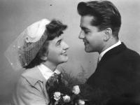 Novomanželé Květa a Ivo Dostálovi / 1955
