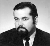 Manžel Květy Dostálové, diplomat Ivo Dostál