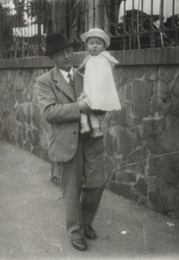 František Macháček from Kaznějov (allegedly similar to Dr. E. Beneš), grandfather with Eva's brother Pavel, 1936