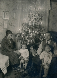 Věra with her brother Miroslav and their parents. 1926
