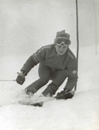 Olga Charvátová going downhill, 1972