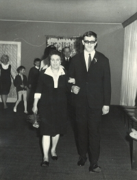 Wedding with Eva: Archi with mother Karolína at ONV Prague 7, 1972