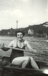 Witness Maruška's mother by the water, 1958