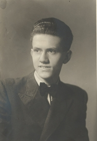 Jan Sklenář, brother of Jiří Sklenář. Both were Eva Galle's uncles, Prague 1944