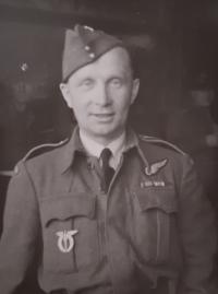 V. Bubílek during a mission in Oslu, 1945