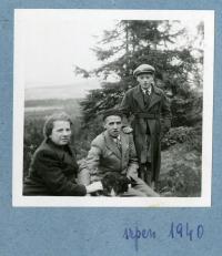 Josef with his mother and fatjer, Vysočina, 1940
