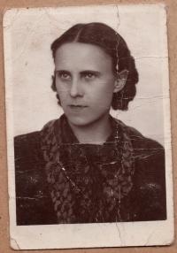 Maria Hamik, mother