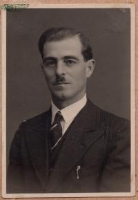 Ivan Schalk, father
