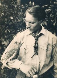 Jiří Vodenka with a kestrel, 1930s