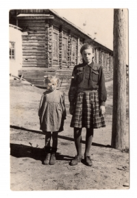 Bohdana and Lavrentiya Talanchuk in front of the barracks, 1950s