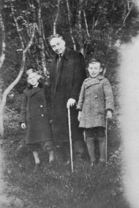 Oldřich Vašák on the left with his father František and his brother Milan