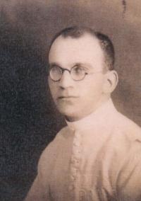 Žebrák clergyman Zdeněk Lohel