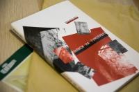 """Книга поезій Романа Кіся """"Написи на румовищах"""", видана 2003 року"""