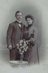 Grandfather Otakar with grandmother Antonie (1903)
