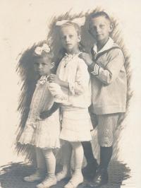 Jiřina, Helena a Otakar Volmanovi