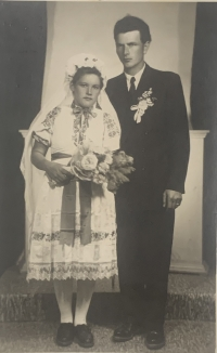 Cecilia Surmanova and Vincent Holly in their wedding photo