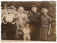 The last farewell photo before leaving Tomsk. 1956. Kachurin (friend), Bohdana, Petrus, Lesya, Andriy.