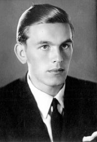 A period photograph of Oldřich Vašák