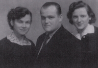 With her brother Bedřich and her sister Anna Marie (right)