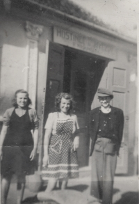 Vincenc Novák with his sister and aunt